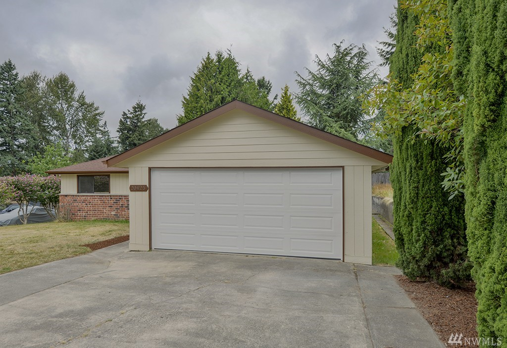 Home for sale 20425 119th ave se kent wa nwmls 1006704 for Classic american homes for sale