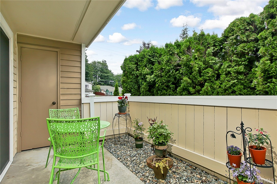 Condo unit e126 at pheasant hill condo mountlake terrace for 21311 61st place w mountlake terrace wa 98043