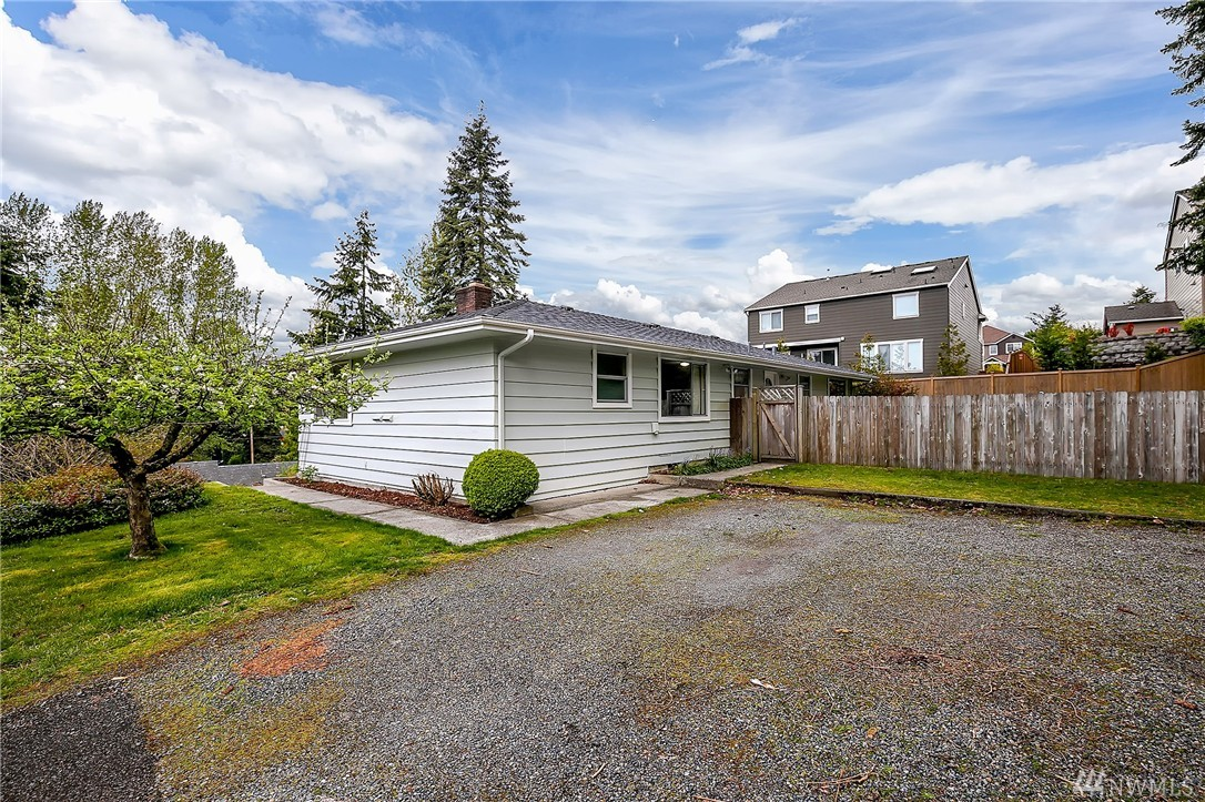 Home sold 8038 116th ave se newcastle wa nwmls 1112352 for Newcastle home