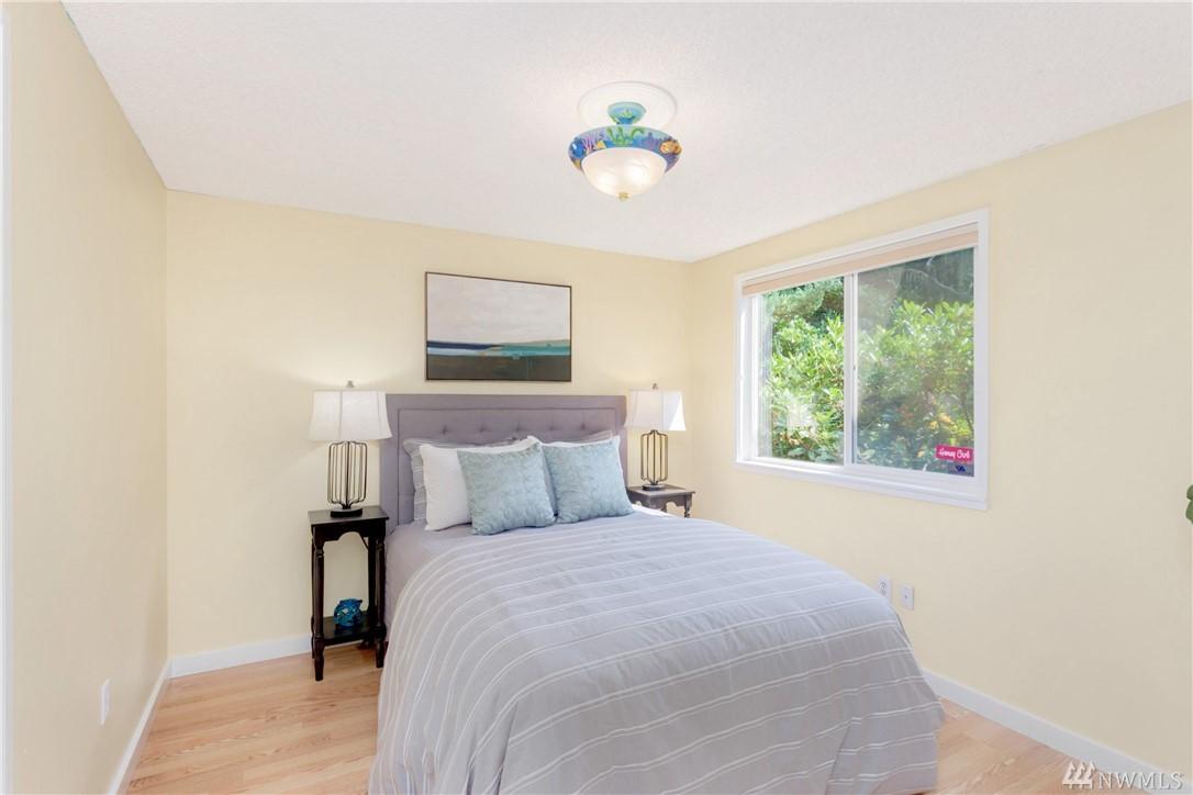 Photo 9 of 4700 149th Ave SE Bellevue WA 98006