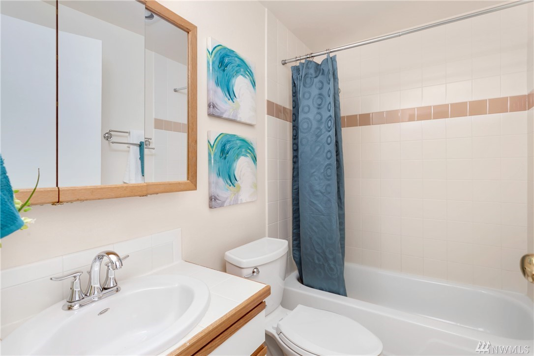Photo 13 of 4700 149th Ave SE Bellevue WA 98006