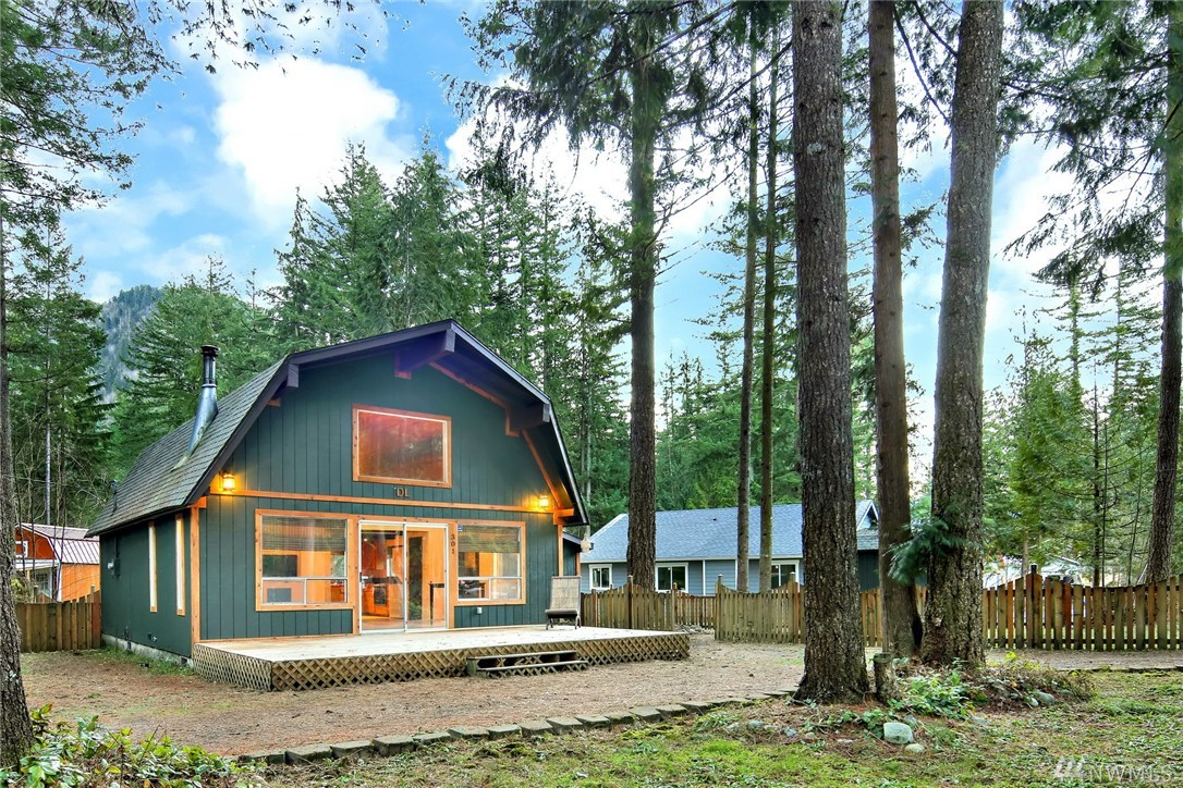 301 Flair Valley Dr Maple Falls WA 98266