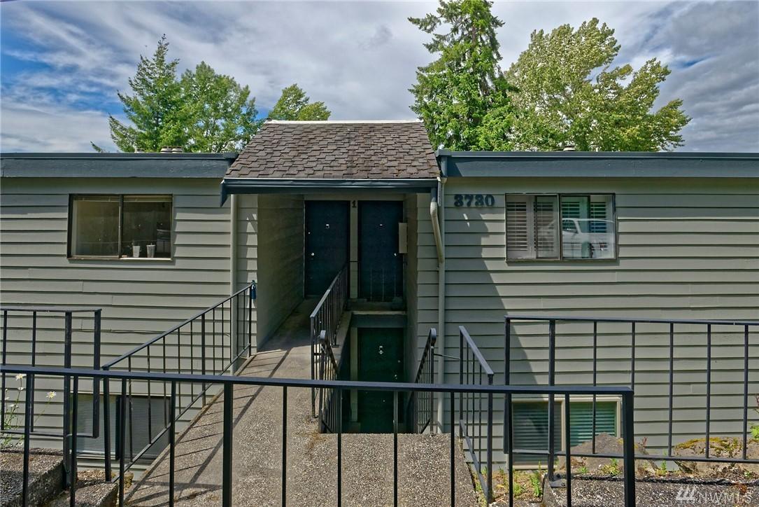 3730 Lake Washington Blvd, Unit 1A SE Bellevue WA 98006