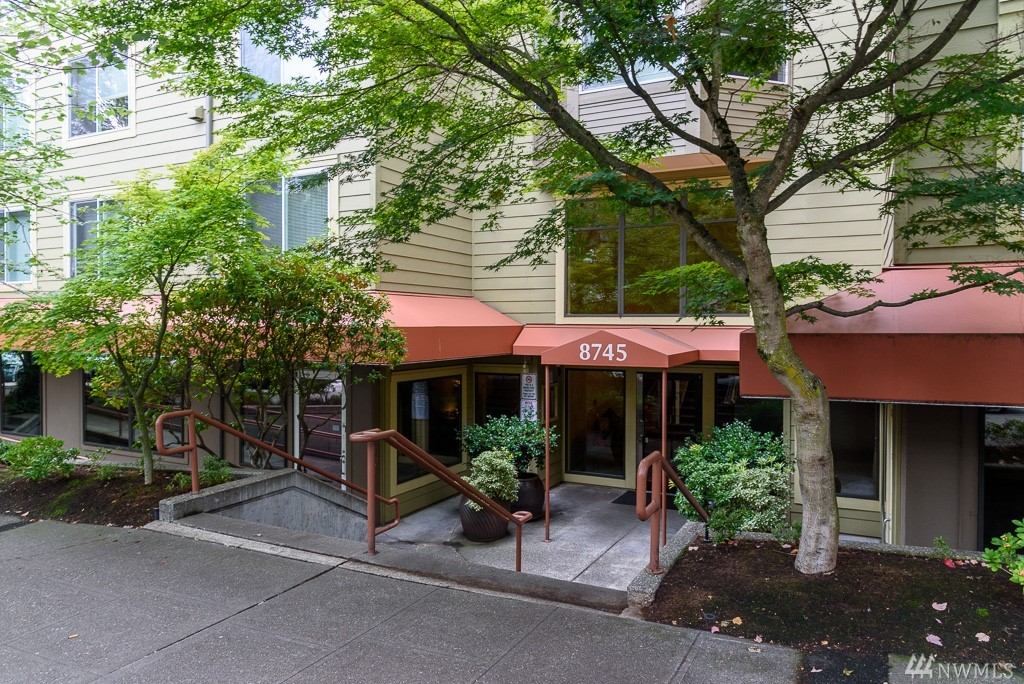8745 Greenwood Ave N Seattle WA 98103