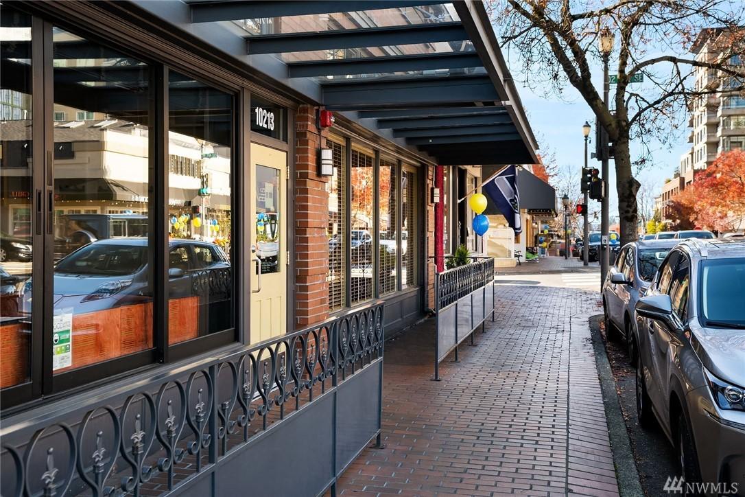 Photo 24 of 10055 Meydenbauer Way SE Bellevue WA 98004