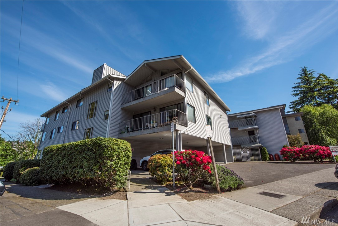 2562 Thorndyke Ave W Seattle WA 98199