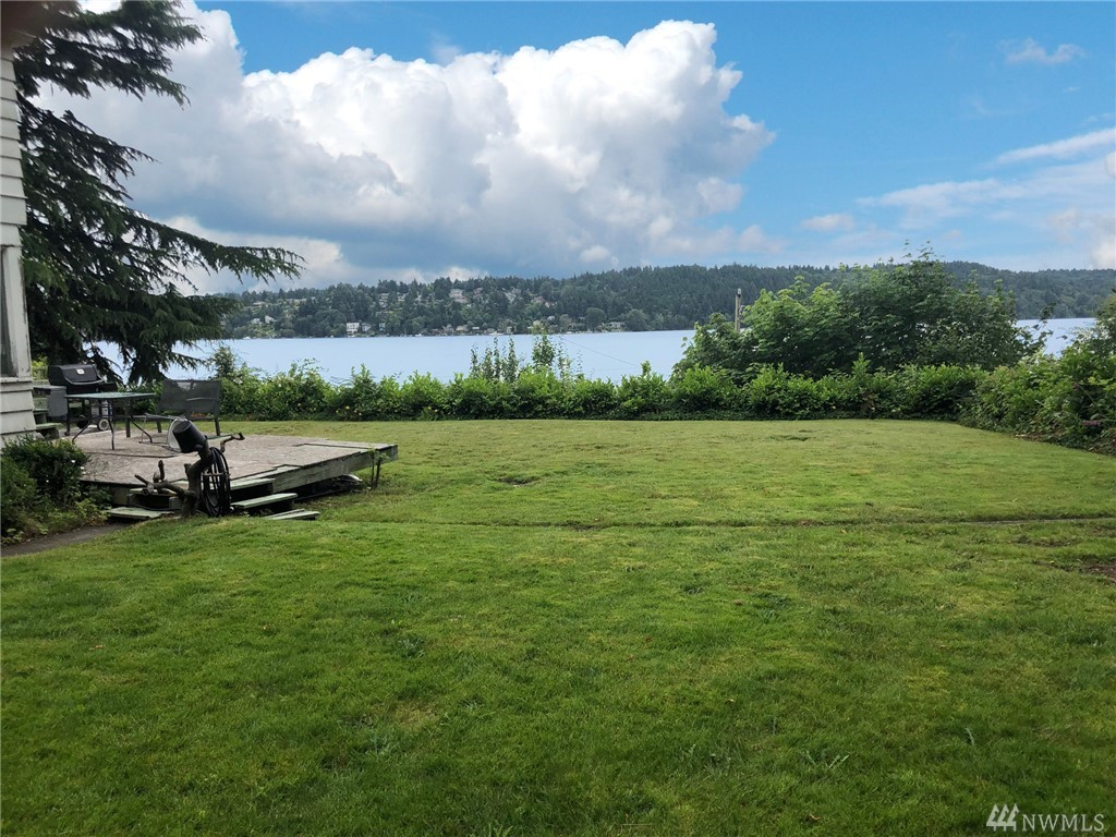 15327 Beach Dr NE Lake Forest Park WA 98155