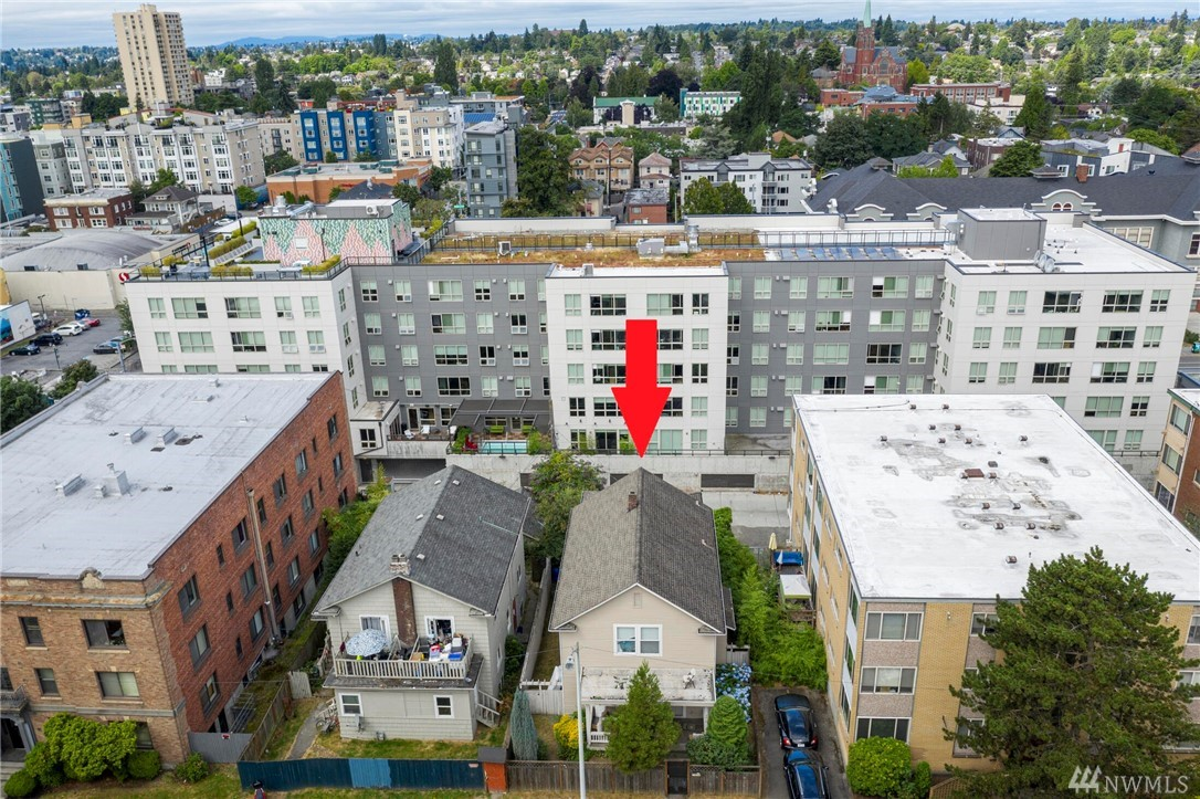 5015 15th Ave NE Seattle WA 98105