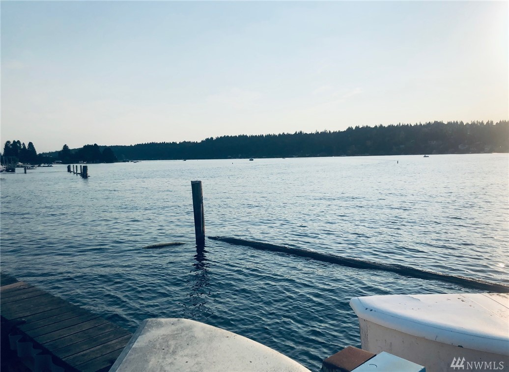 Photo 4 of 3911 Lake Washington Blvd SE Bellevue WA 98006