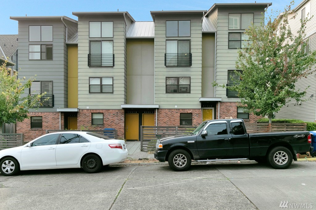 4333 9th Ave NE Seattle WA 98105