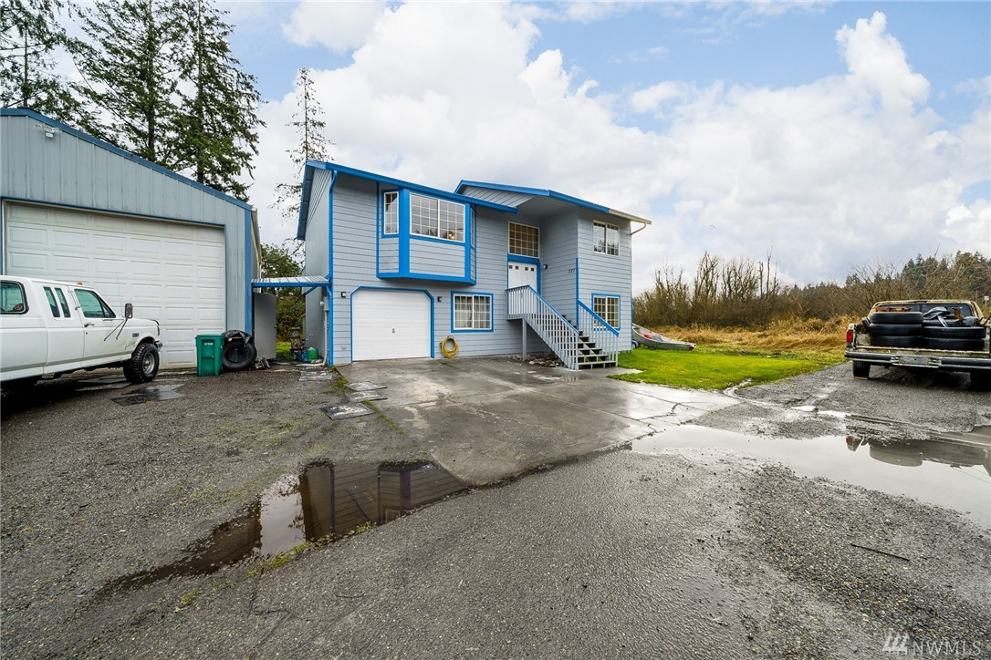 327 3rd Ave SW Pacific WA 98047