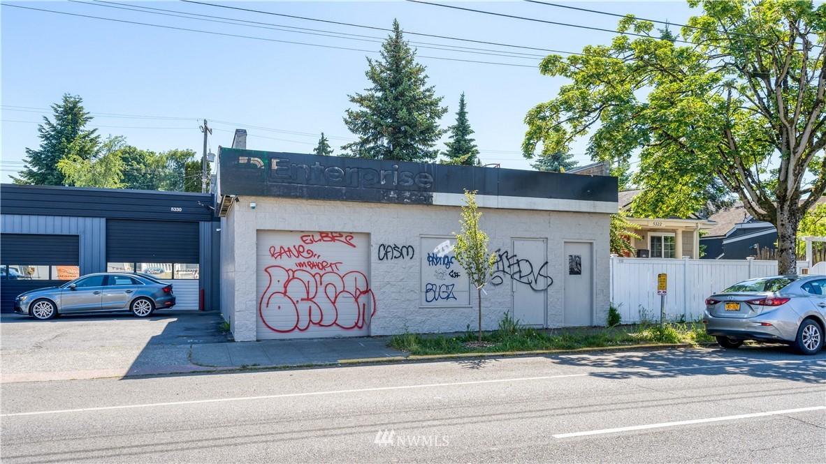 5326 Roosevelt Way NE Seattle WA 98105