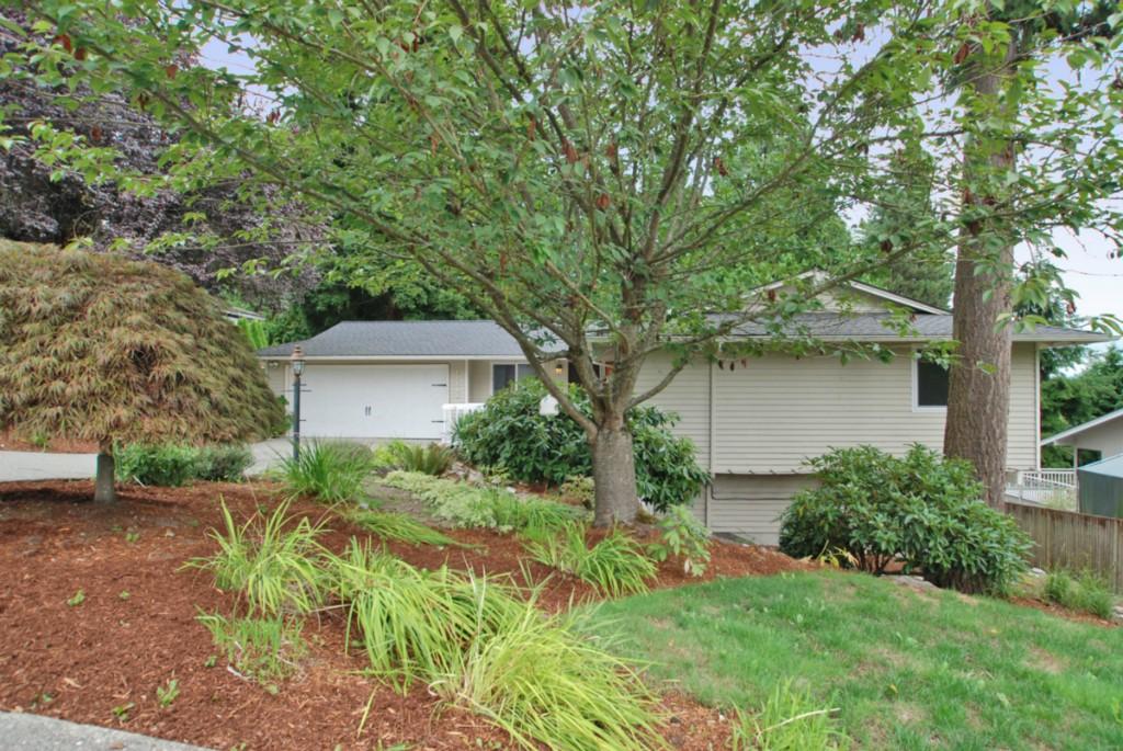 Photo 2 of 17808 NE 12th St Bellevue WA 98008