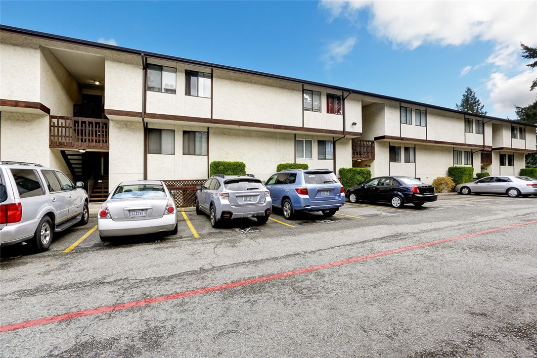 Condo unit a2 at evergreen heights estates seatac sold for Door 00 seatac airport
