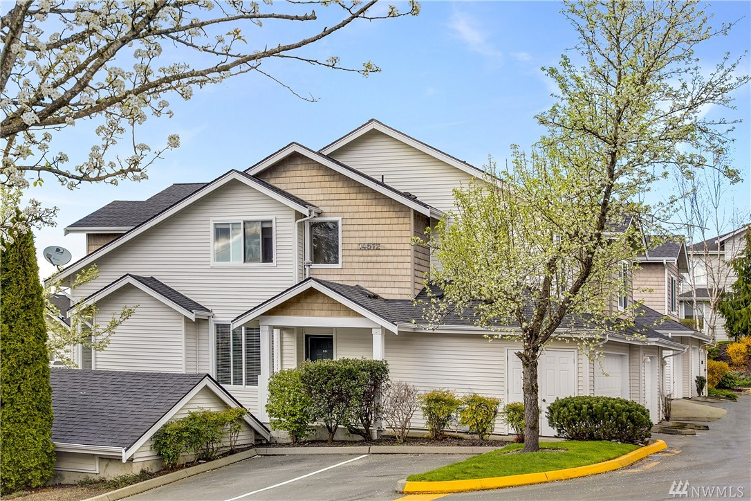 Condo unit 201 at copper hill square duvall sold nwmls 914535 for Garage door repair duvall wa